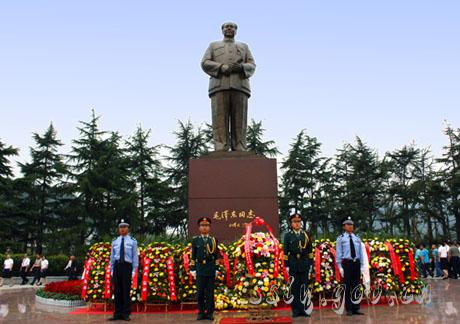 毛泽东广场(铜像)